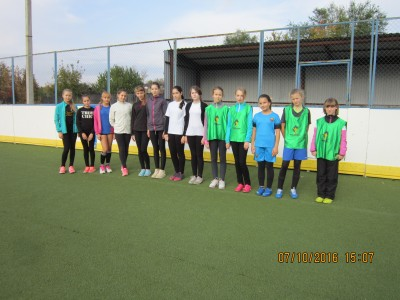 2 команды юных футболисток победители и призеры соревнований по мини-футболу