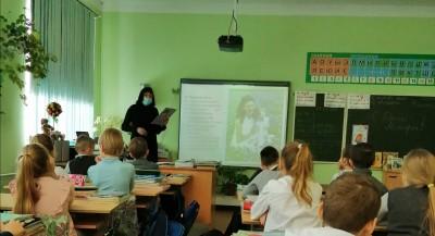 Сегодня в школе, совместно с ЦБ им Комарова, было проведено мероприятие, посвящённое Дню Матери!!!